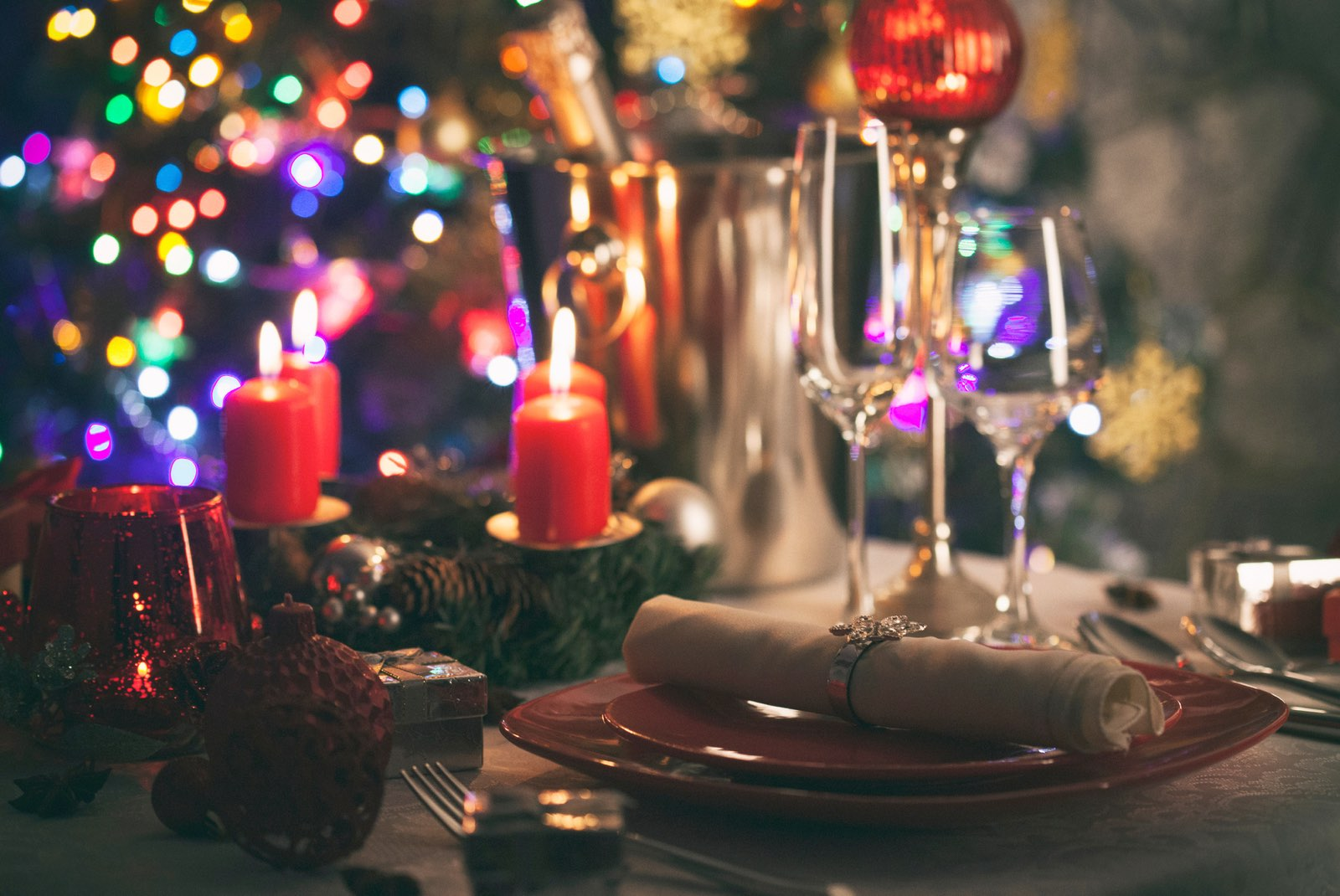 Decorar mesas de restaurante en Navidad