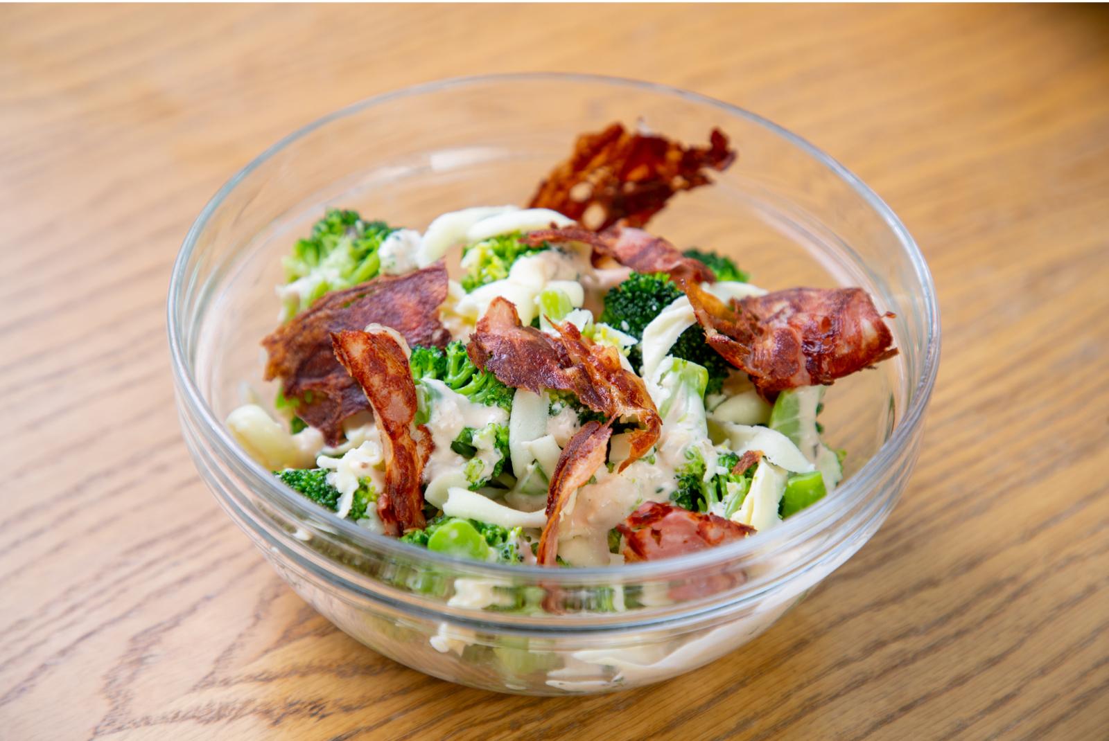 ensalada de bacon y brocoli
